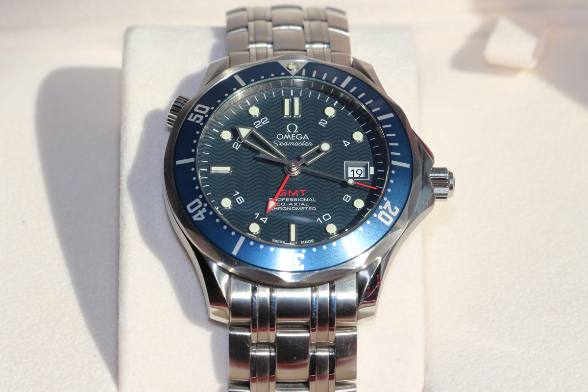 omega-seamaster-gmt-25358000-03.jpg