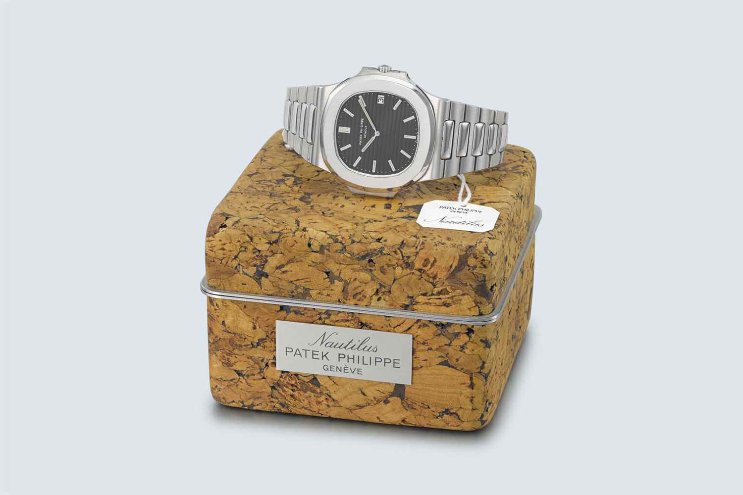 patek-nautilus-3700-steel-with-cork-box-patek-philippe-nautilus-history