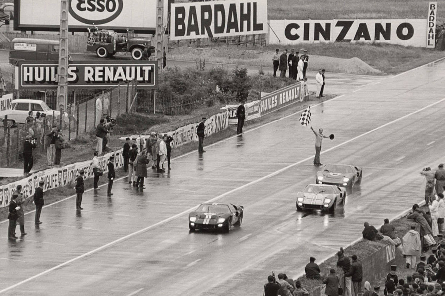1966 le mans 24 hours ford gt40 mkii 1 2 3 finish monochrome watches. Black Bedroom Furniture Sets. Home Design Ideas