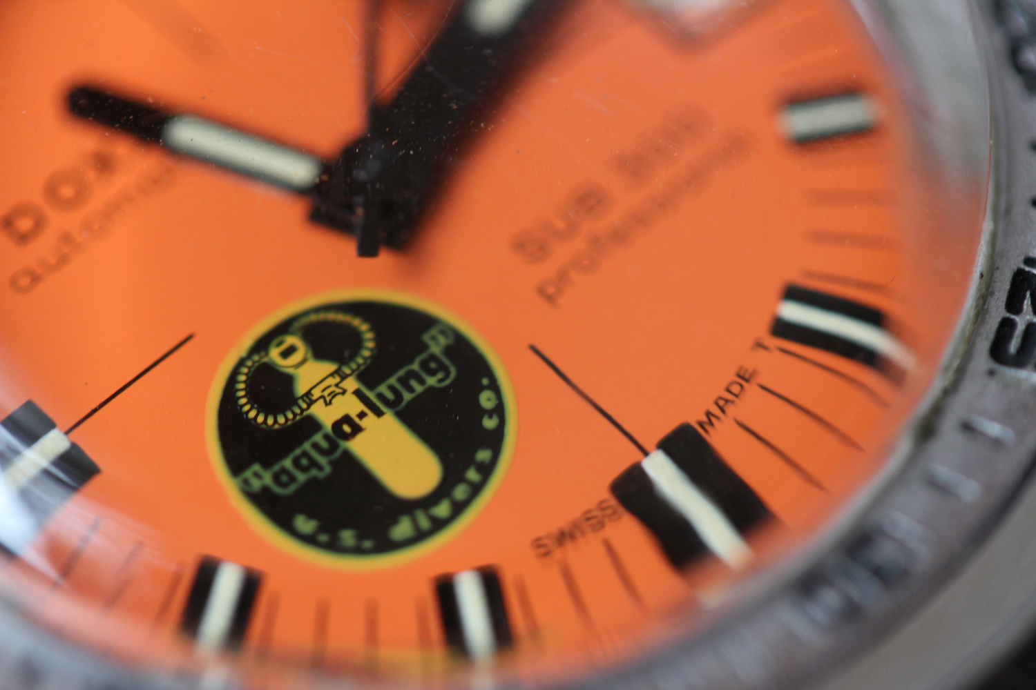 doxa-sub300-professional-black-lung-dial-closeup