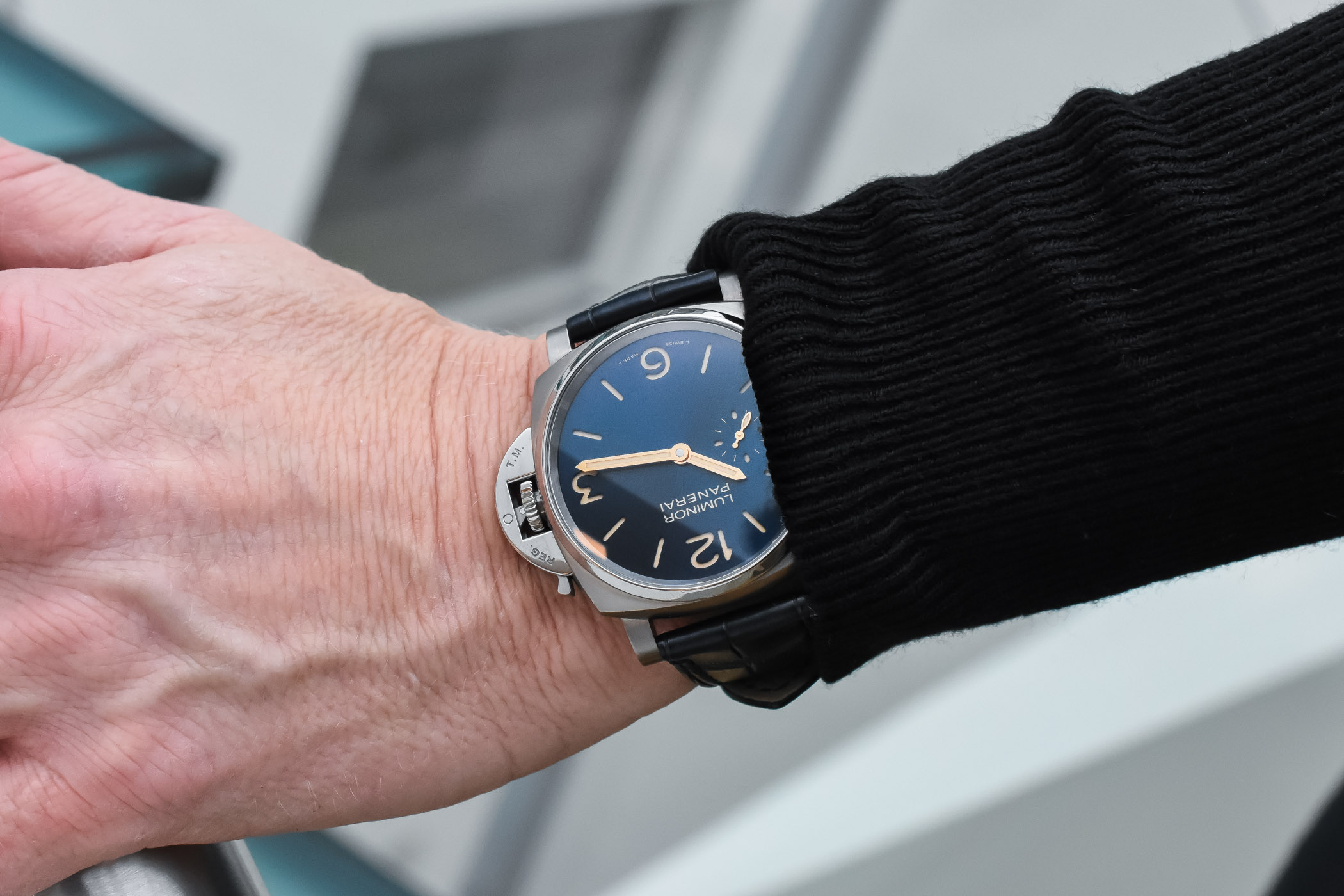 Panerai Luminor Due 3 Days Titanio 42mm Pam00728 Hands