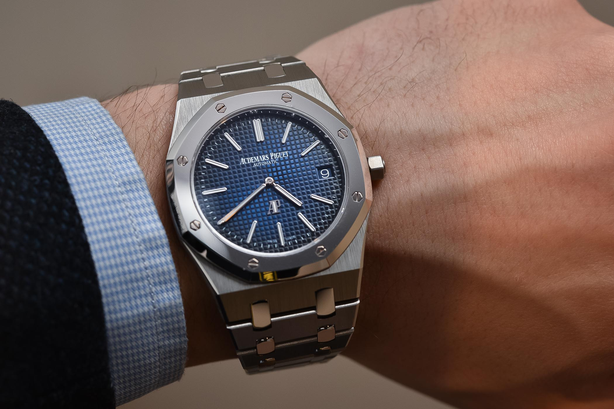 Audemars piguet royal oak jumbo extra thin 15202ip titanium platinum smoked blue dial review for Audemars watches