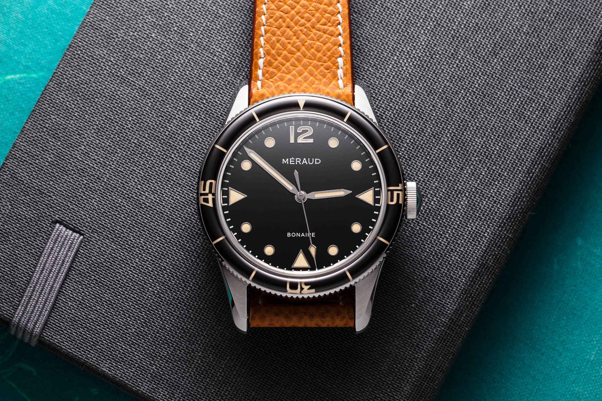 Kickstarter m raud bonaire a cool retro inspired dive watch from belgium specs price for Under water watches