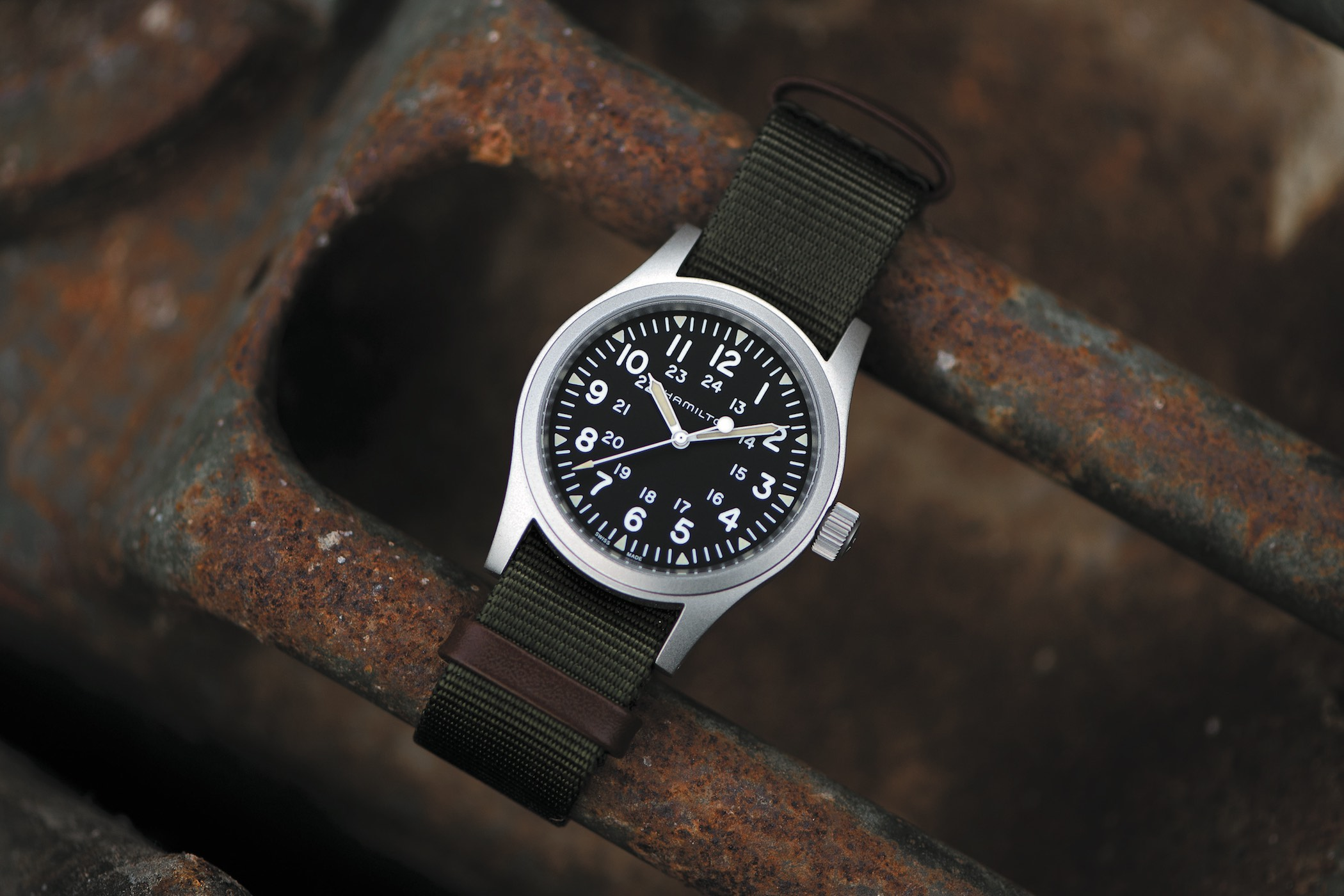 Buying Guide - 10 Best Watches of 2018 under 2000 euros - Monochrome-Watches