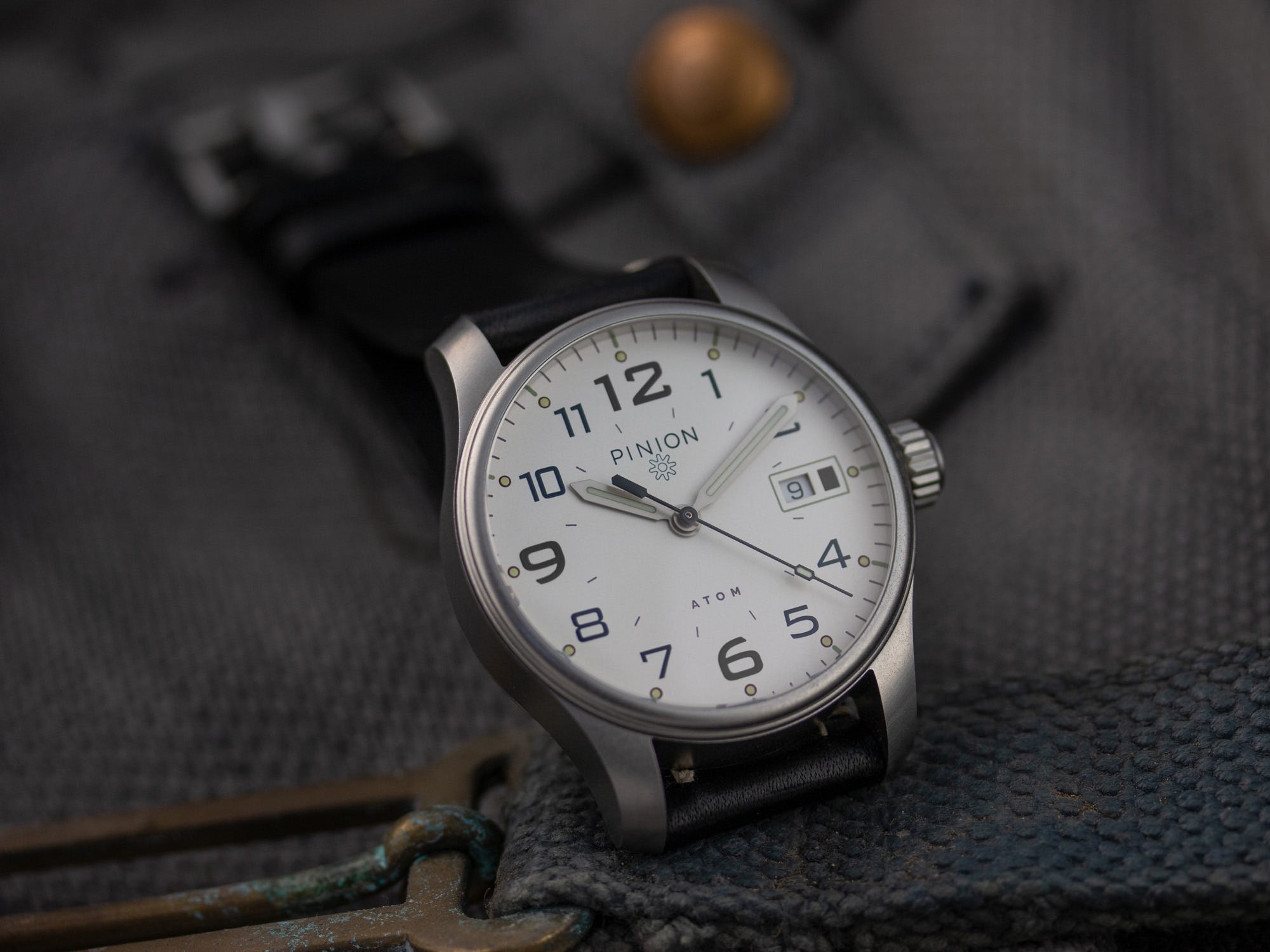 Pinion Atom 39 British tool watch