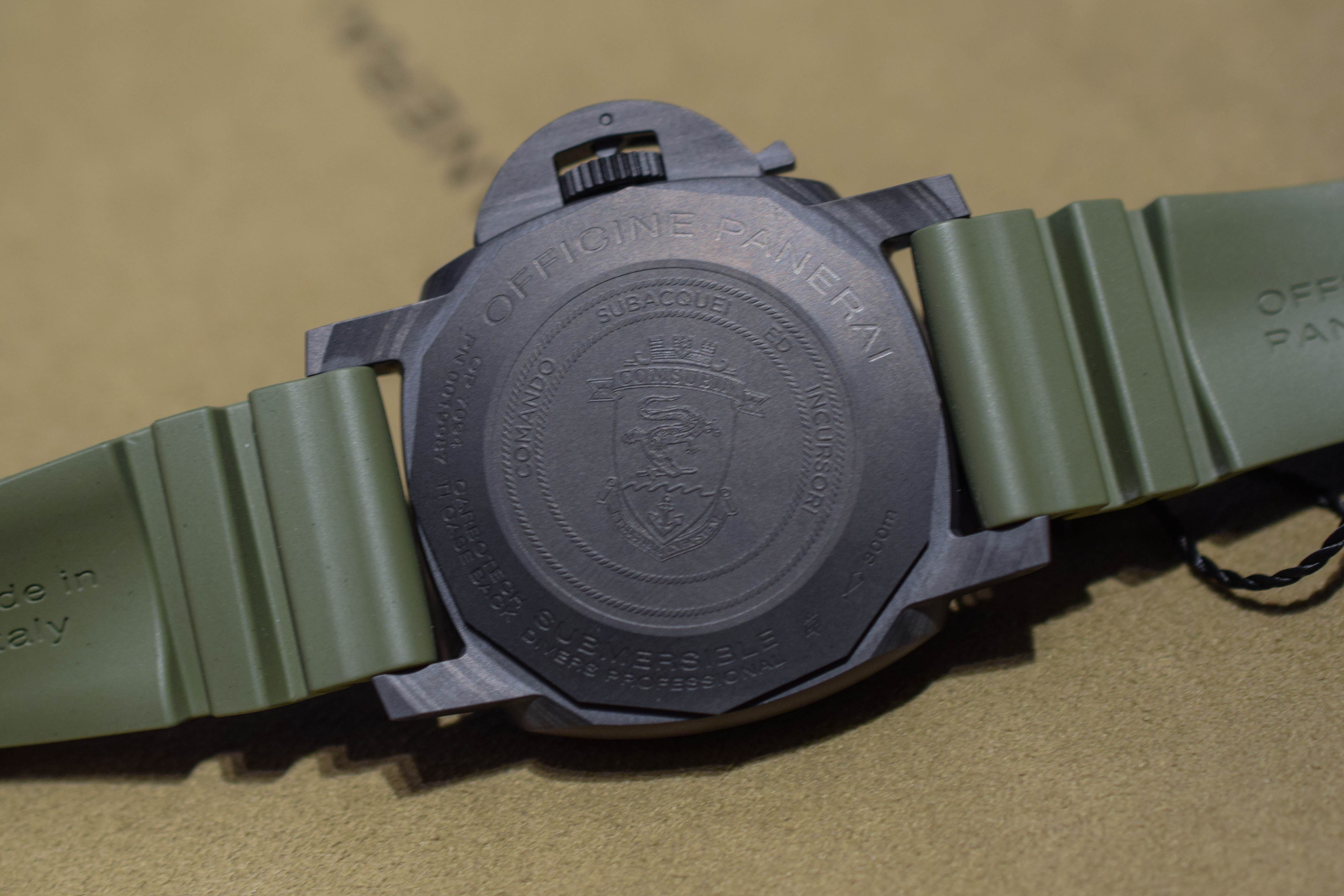 Panerai Submersible Marina Militare Carbotech PAM00961 - SIHH 2019 hands-on - 4